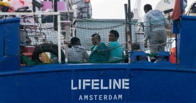 Lifeline-ship_migrants