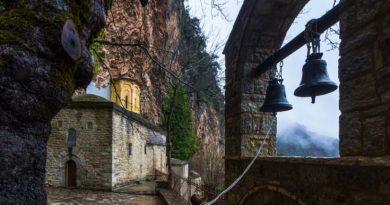 Το μοναστήρι της Παναγιάς που είναι κρυμμένο σε μια σπηλιά σε απόκρημνο βράχο