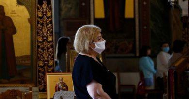 Παρατείνονται τα περιοριστικά μέτρα στις εκκλησίες για τον κορονοϊό